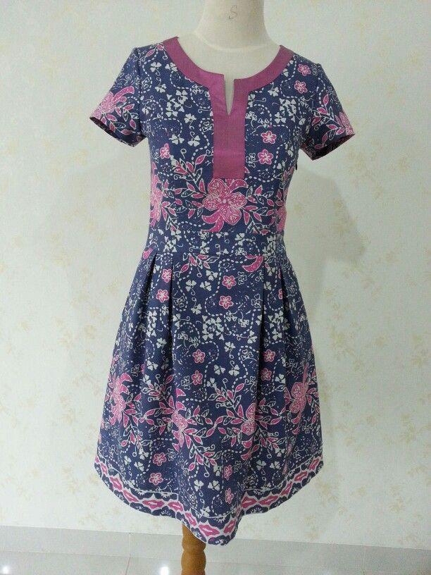 Batik Shinta dress by Dongengan. (Facebook page: Dongengan https://m.facebook.com/dongengan?m_sess=public&__user=658492122)
