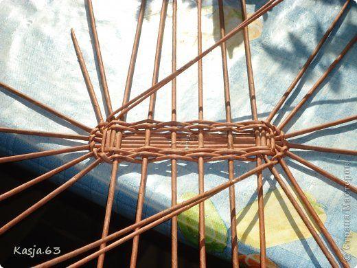 Плетение Ещё один способ плетения овального дна дно сплетённое таким способом не ведёт Трубочки бумажные фото 3