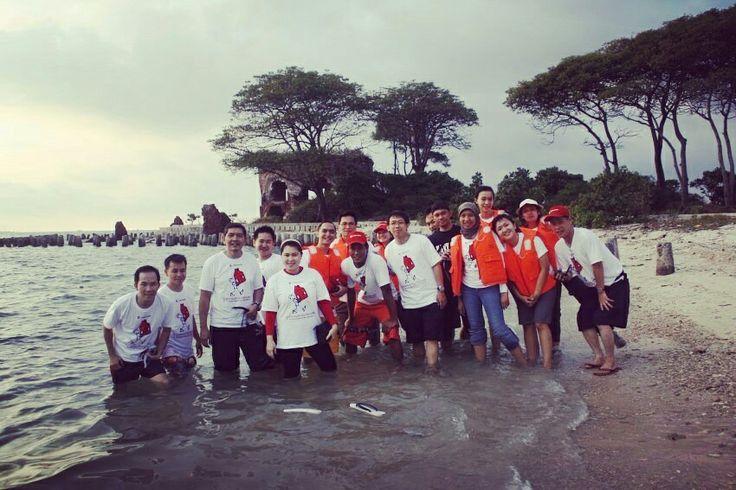 Nyebrang dikit sampe ke pulau kelor, poto.pito deh ........ Gathering di pulau bidadari bersama Garuda Adventure - call 08777-349-0007 http://www.garudaadventure.com