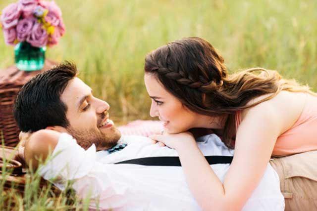 5 Tanda Anda Suka Tayang Hubungan Cinta Pada Umum
