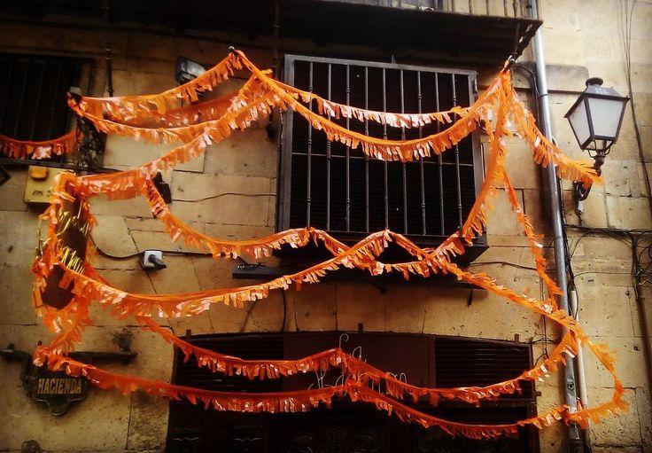 Carnaval en Salamanca.  #castillayleon #cyl #salamanca #pic #picoftheday #picture #pictures #photography #photographer #photo #picoftheday #picturesque #carnaval #carnavales #carnaval2017 #communitymanager #mardigras #orange #españa #spain #igers #iger #igerssalamanca #instalike #instagood #instagram