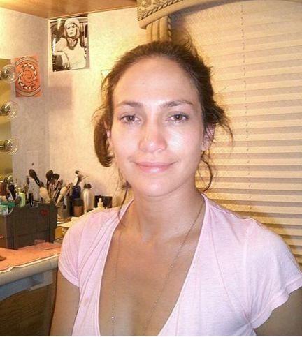 Jennifer Lopez has glowing skin..a natural beauty! #Ahavabeautifulskin