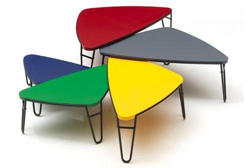 Tavolini estraibili moderni di Charlotte Perriand 519 PETALO Cassina