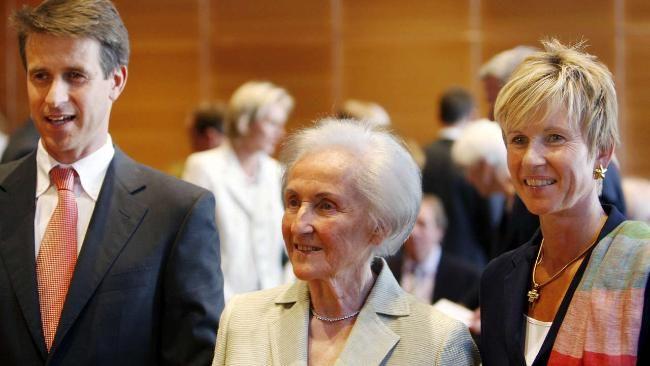 Johanna Quandt mit ihrem Sohn Stefan und ihrer Tochter Susanne - 2013: 210 000 Euro-Spende für die FDP http://www.bild.de/politik/inland/fdp/quandt-familie-spendet-210000-euro-an-die-fdp-33109490.bild.html Auf der Webseite des Bundestages veröffentlicht | BMW-Familie spendet der CDU fast 700 000 Euro www.bild.de/geld/wirtschaft/abgas-normen/quandt-klatten-riesen-spende-an-cdu-co2-streit-in-der-eu-32978640.bild.html