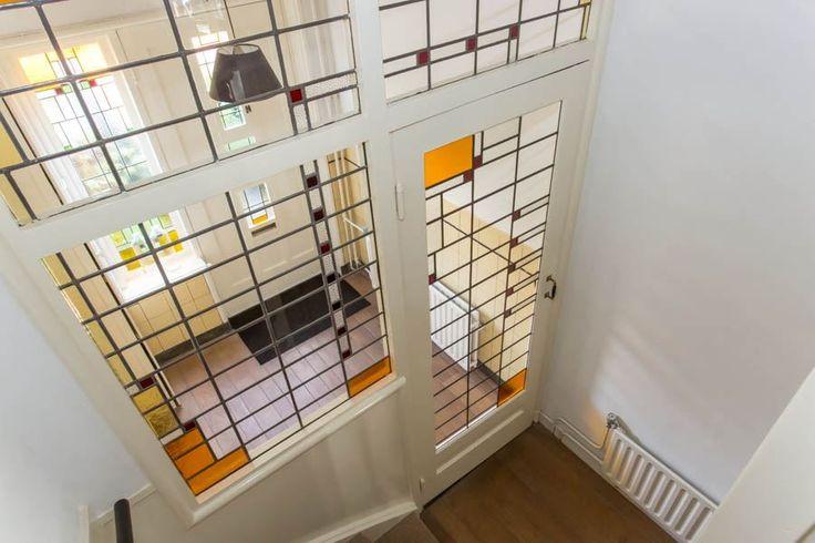 Jaren30woningen.nl | Doorkijkje van boven naar de vestibule