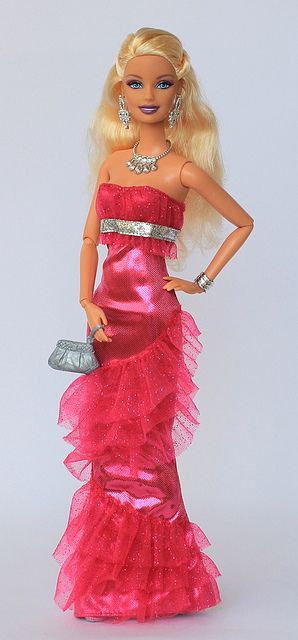 Fashionistas Barbie in her new dress by fashiondollcollector, via Flickr