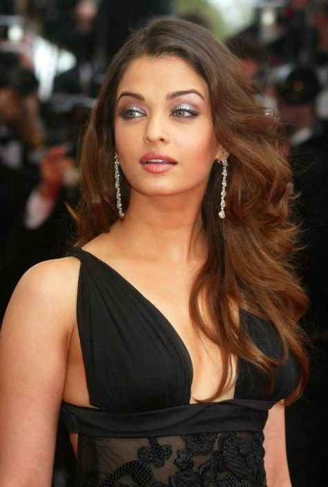 Aishwarya Rai Bollywood star. She looks AMAZING in this dress! She was voted one of the most beautiful women in the world.