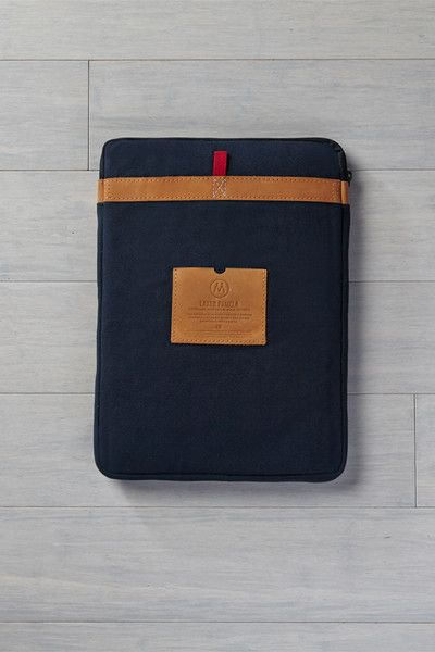 Make sure dad keeps his laptop safe and secure on the go with this quilted laptop sleeve. Its sleek design and durability | Enrou