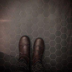 Instagram photo by lhadoskakel - Omega svart #hexagon #svart #klinker #mosaik #renovering #badrum #design #modernt