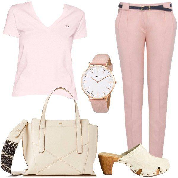 Outfit per tutti i giorni composto da una t-shirt Lacoste in cotone rosa e un pantalone aderente in lyocell e cotone rosa con cintura. Il look si completa con un paio di zoccoli in pelle, una borsa in fintapelle color avorio e un orologio da polso con cinturino rosa e quadrante bianco.