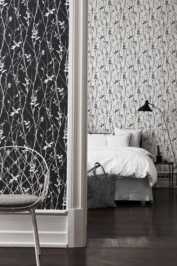 Black & White on laaja, skandinaavinen mallisto mikä on kehitetty luomaan kontrasteja. Täältä löydät sävyjen koko kirjon, tummimmasta mustasta puhtaimpaan valkoiseen. Valitse moderni puukuosi, graafinen ja nostalginen kuvio tai graffitimainen kuosi.