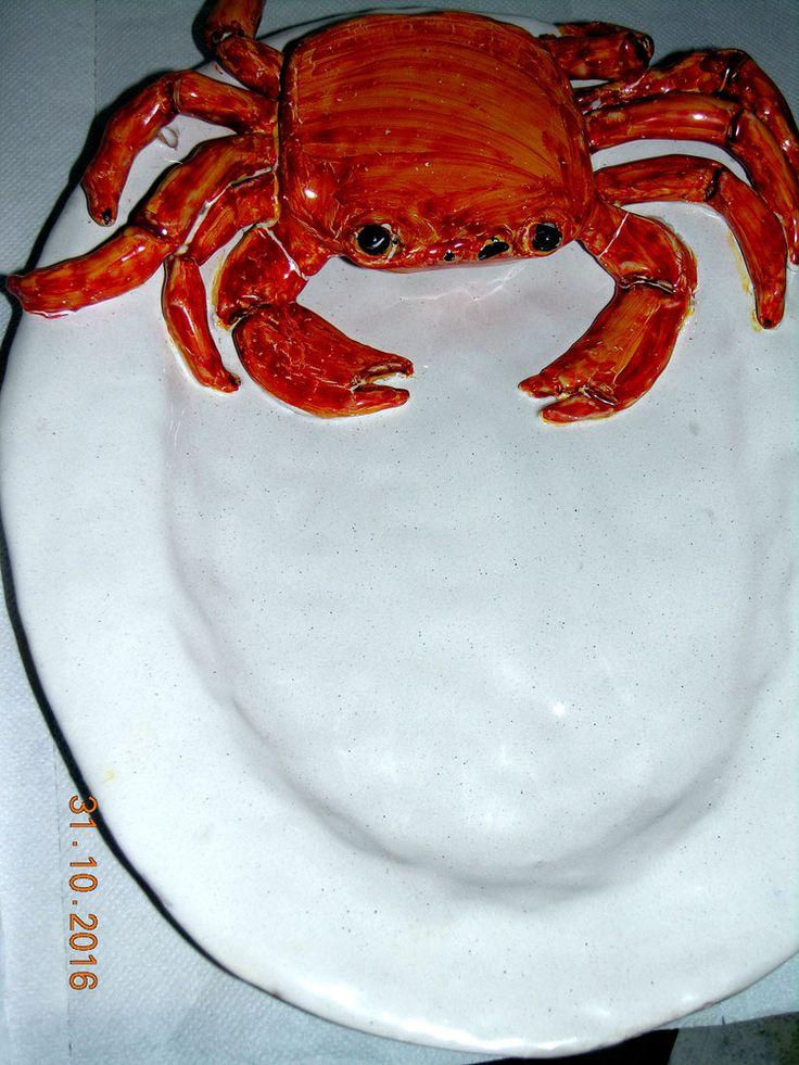 Piatto da portata in ceramica con granchio scultura a mano http://www.leceramichedigabriella.com/shop-online/ceramiche-artistiche-creazioni-fatte-a-mano-varie/#cc-m-product-6683633363