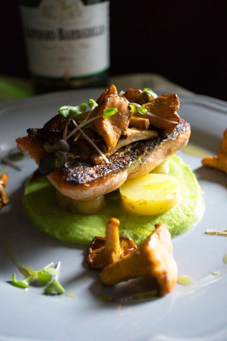 Cherry blossom: salmone su letto di piselli crema di olio al tartufo, con patate confit e funghi saltati Bodegas Barbadillo