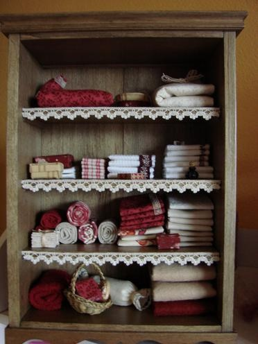 armoire miniature vitrines et maisons de poup es pinterest vitrines miniature et encadrement. Black Bedroom Furniture Sets. Home Design Ideas