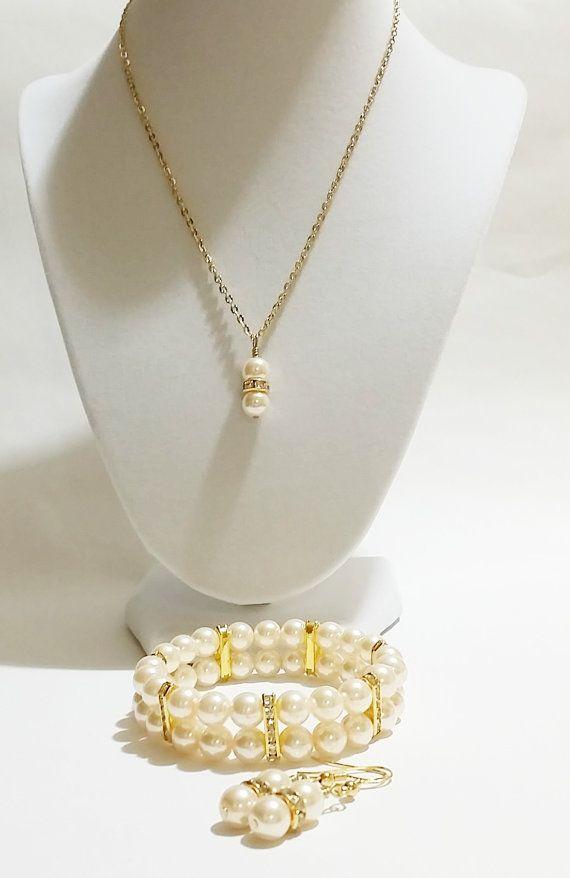 3 Piece Pearl Set / Wedding Jewellery / by VickysLittleSecrets, $22.95
