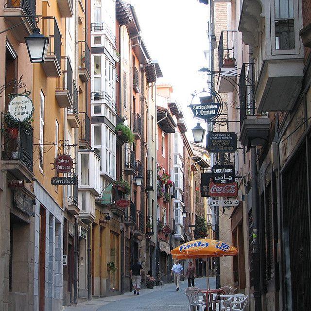 Calle Correría in Vitoria-Gasteiz, Basque Country, Spain (by esti).