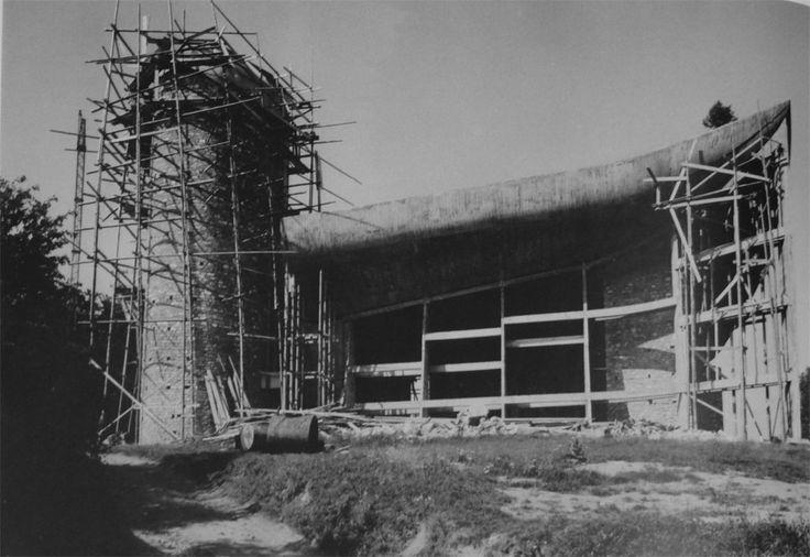 Le corbusier chapel of notre dame du haut ronchamp under construction p - La villa savoye wikipedia ...