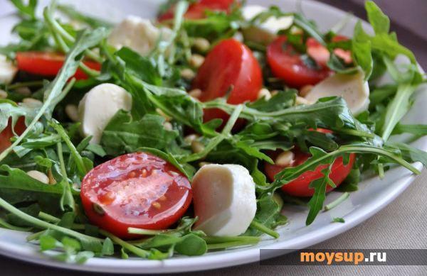 Моцарелла, помидоры, руккола