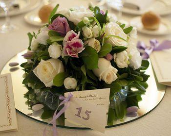 Centrotavola di rose e orchidee by Villa Ligea