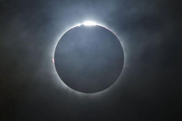 Fotos del primer eclipse de sol 2016 - http://www.meteorologiaenred.com/fotos-del-primer-eclipse-de-sol-2016.html