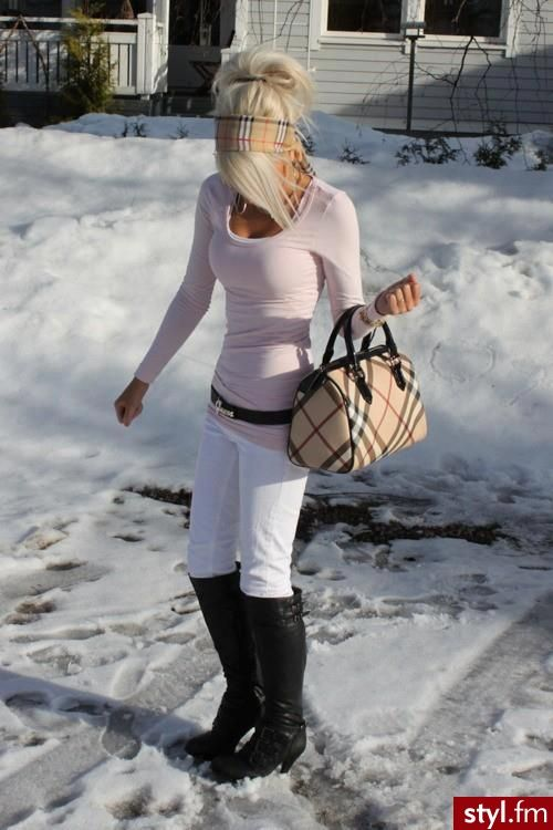Winter outfits dont always have to be all dark & mysterious(;