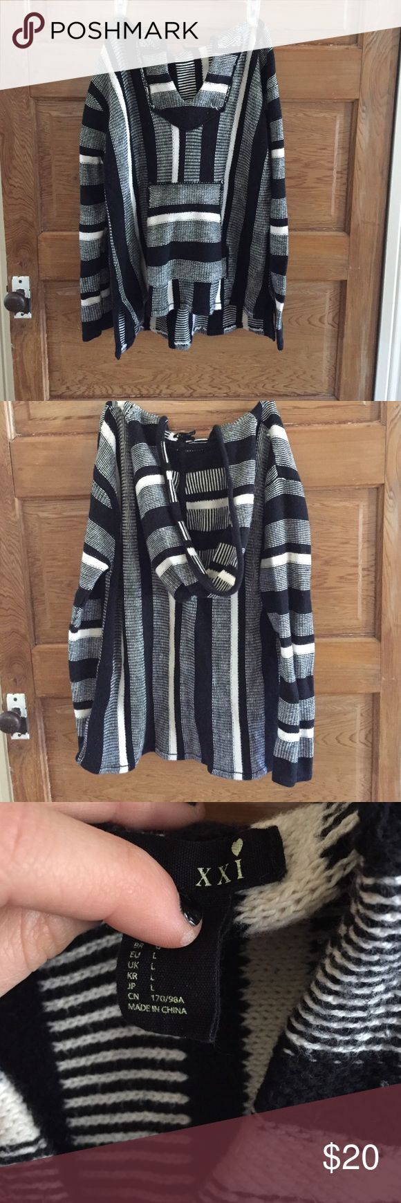 Parka style black and white hooded sweater Forever 21, parka style hooded sweater with front pocket Forever 21 Sweaters Crew & Scoop Necks