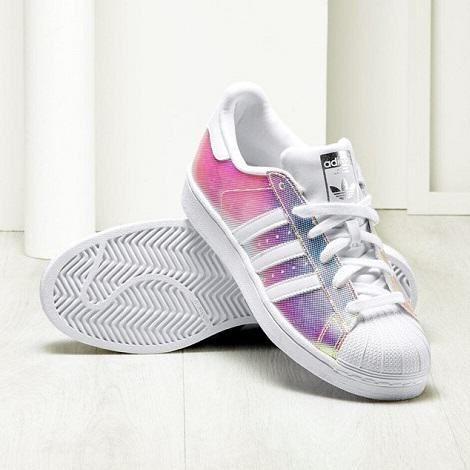 Tendance Chaussures  Shopping : baskets femme Superstar adidas irisées  Style for U  Tendance & idée Chaussures Femme 2016/2017 Description Baskets femme irisée Adidas - vues sur La Redoute