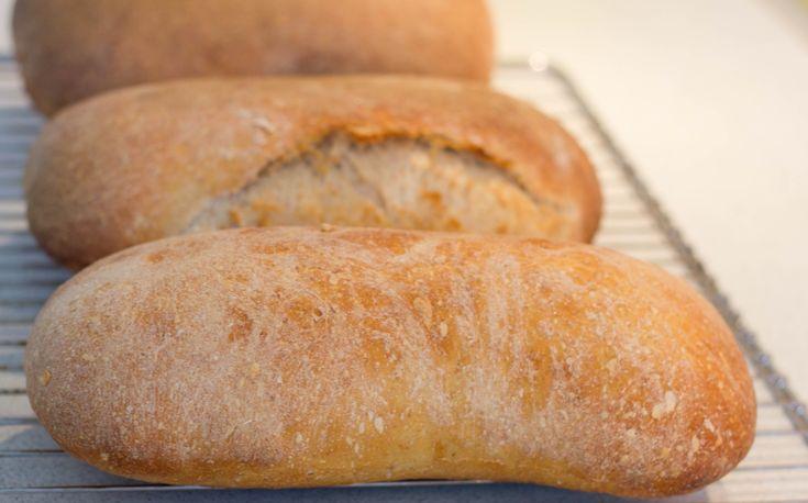 Meyers hvedebrød med surdej har en sprød skorpe kan laves med fuldkorn brød og boller Meyers Bageri