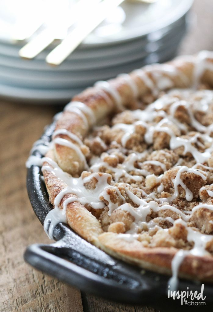 Skillet Apple Pizza Pie - yes, this lovely and delicious dessert is the result of making an apple pie in pizza form. Can it get any better?