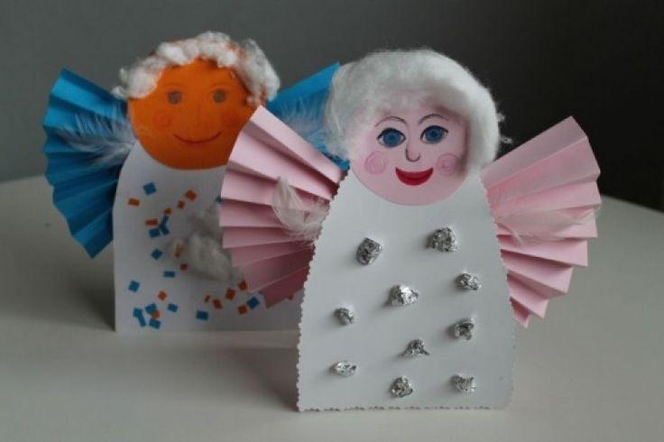 Andílků a andělíčků není nikdy dost. Tito papírový jsou pravdu kouzelní amůžete je postavit na okno jako vánoční dekoraci nebo darovat.