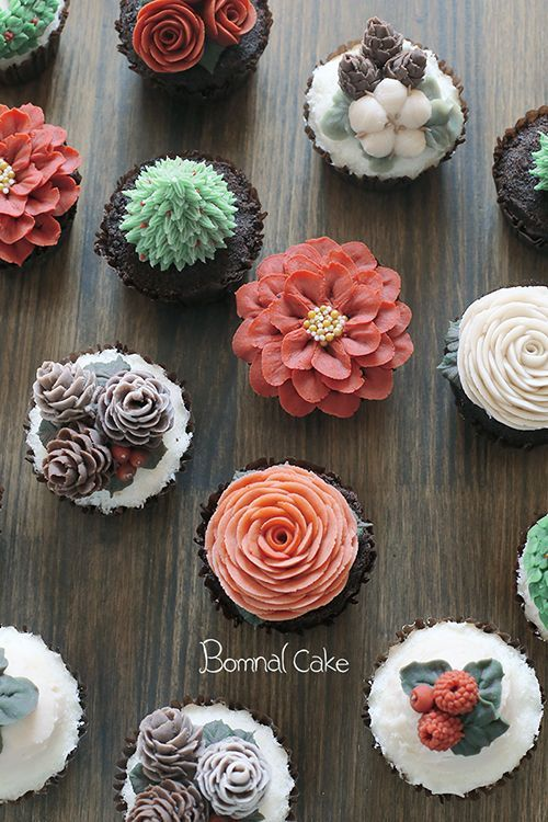 I love the pinecones, cotton, and berries! www.instagram.com/  cake decorating ideas