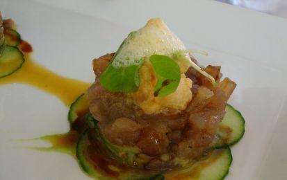 Tartare di tonno con salsa agropiccante e insalata di arance e zucchine - Ricetta Tartare di tonno con salsa agropiccante ed insalata di arance e zucchine