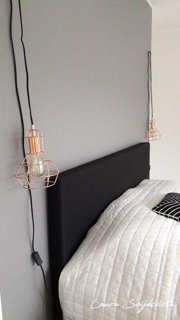 White bedroom/ Seinävalaisimet roikkumaan/ Sängyn vieressä kromiset seinävalaisimet/ Skandinaavinen makuuhuone/ Vit/ Modern