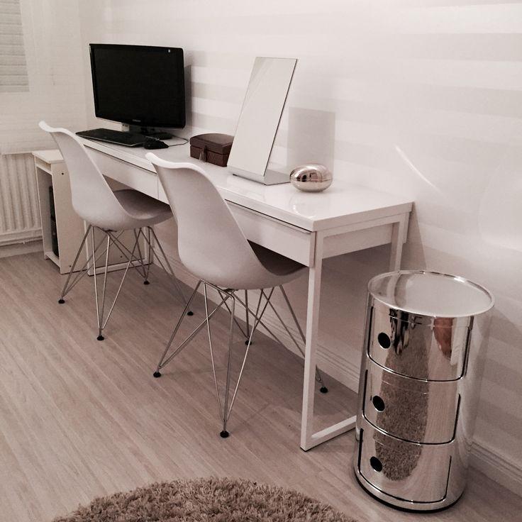 Datorbord/sminkbord från Ikea, stolar Mio, silverfärgad förvaringsmöbel/sängbord Kartell Componibili,