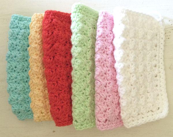 Crochet Dishcloths @ SugarBeans - free pattern here: http://www.petalstopicots.com/2013/07/textured-crochet-dishcloth-pattern/ thanks so for share xox ☆ ★ https://uk.pinterest.com/peacefuldoves/