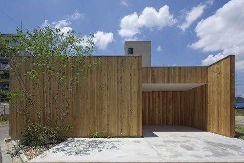 板張りの平屋 廊下|重量木骨の家 選ばれた工務店と建てる木造注文住宅
