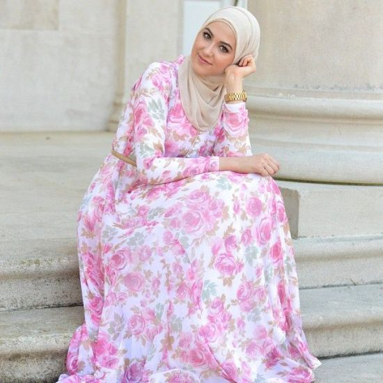 floral maxi pink dress, leena asad, Classy hijab outfits http://www.justtrendygirls.com/classy-hijab-outfits/