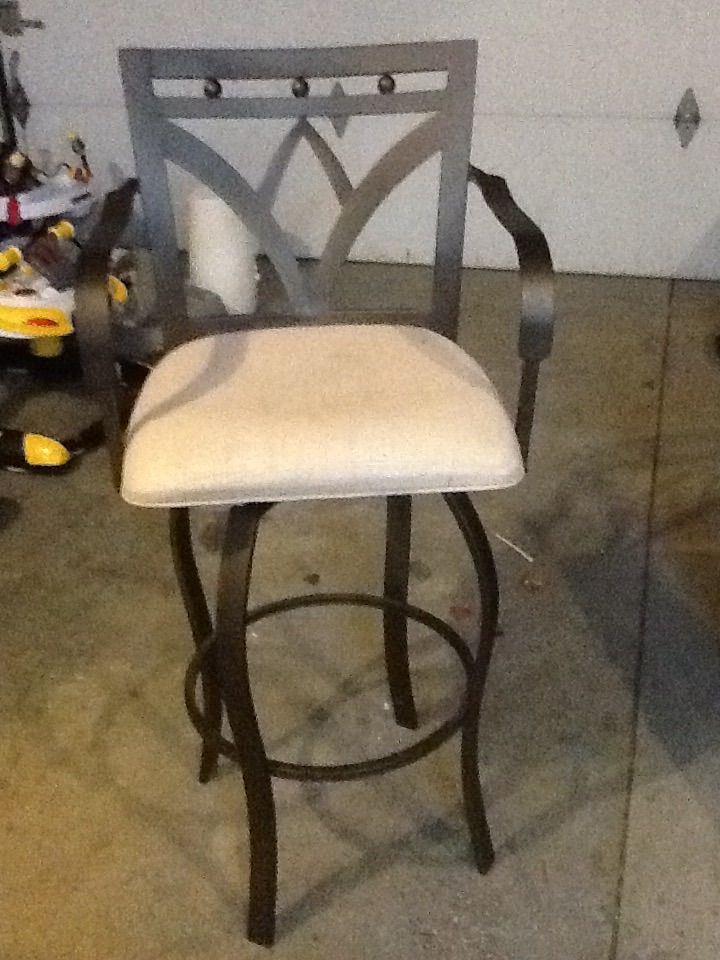 Bar Chair In Daveu0027s Garage Sale In Kenosha , WI For $15.00.