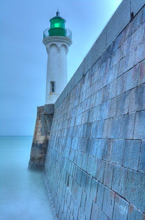 Phare de Saint Valery en Caux - Seine- Maritime - Haute-Normandie ,France.  http://www.pinterest.com/adisavoiaditrev/boards/