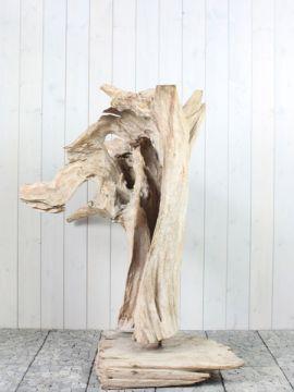 Houtsculptuur 55-1 GJ. Mooi en discreet voor zowel binnen als buiten in uw achtertuin. De urn kan worden geplaatst in een holle sokkel. Zie ons gehele assortiment op onze website https://www.gedenkornamenten.nl/houtsculpturen. Neem bij vragen gerust contact met ons op.
