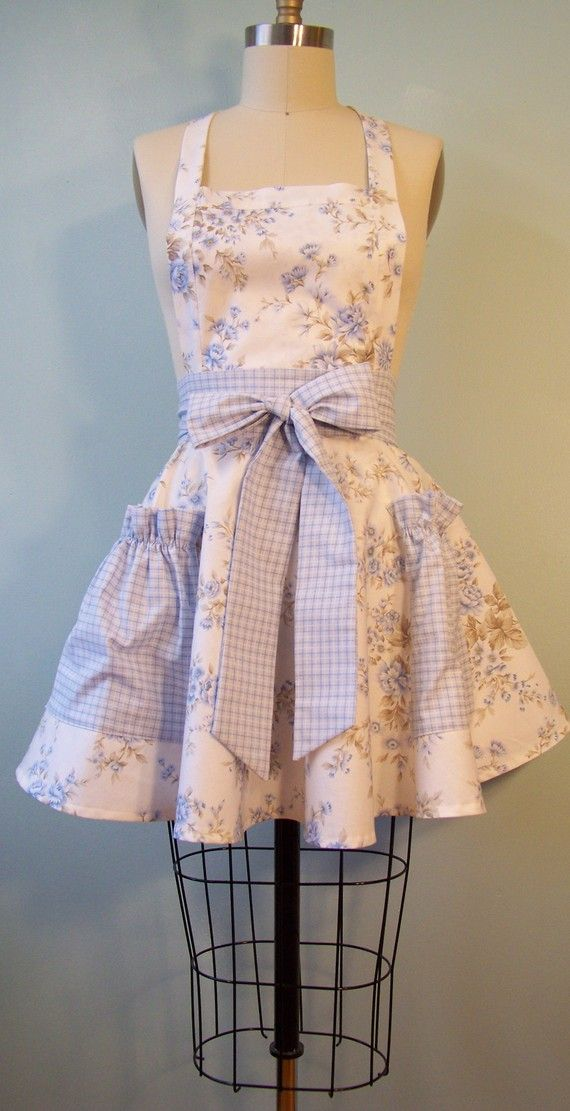 apronAdorable Aprons, Sewing Projects, Clothing, Vintage Aprons, Pretty Aprons, Cute Aprons, Blue Flower, Diy, Gingham Aprons