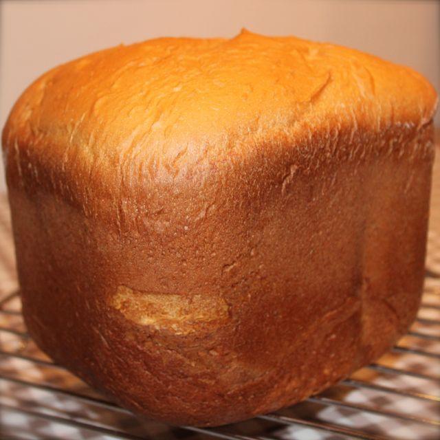 Het is jammer dat ik de geur niet mee kan sturen in dit bericht. Ik weet zeker dat je anders dit brood meteen zou gaan bakken, mits je een broodbakmachine hebt :). Ingrediënten: 500 gram bloem 1 zakje gedroogde gist 10 gram zout 50 gram witte basterdsuiker 50 gram zachte roomboter 1 ei 2 zakjes … Lees verder Brioche voor de broodbakmachine →