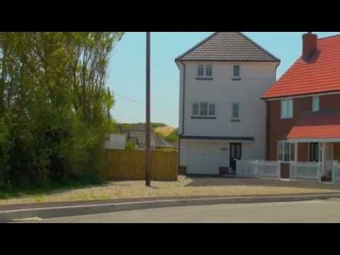 At White Sand Holiday Cottages you will find a collection of high quality self catering holiday cottages in the award winning White Sand development next to Camber Sands on the border of historic 1066 Country and the Garden of England.