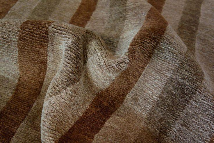 Das moderne Design des Nemoh Centrism wird Sie in seinen Bann ziehen. Dank der dezenten und zeitlosen Farbkombination lässt sich der Teppich wunderbar unter einem großen Esstisch oder auch in einer gemütlichen Sitzecke platzieren.