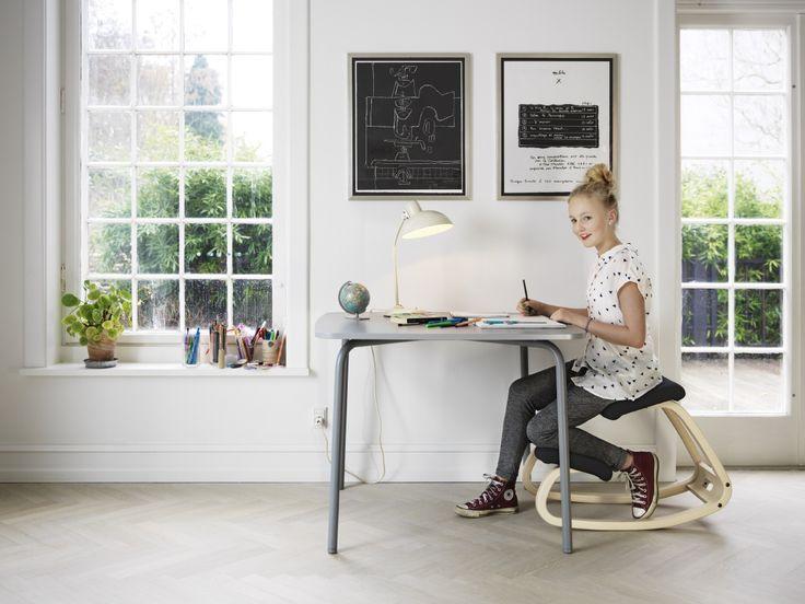 Deze Varier (Stokke) Variable Balans kniestoel zorgt voor een goede, dynamische zithouding bij kinderen. Voorkom vroegtijdige rugklachten door een verkeerde stoel! Gevonden op: Gezondkantoor.nl