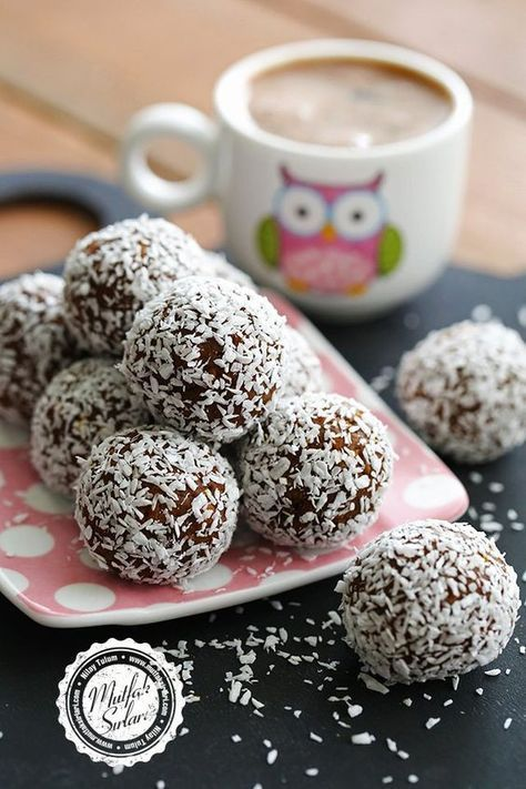 Hindistan Cevizli Çikolatalı Toplar
