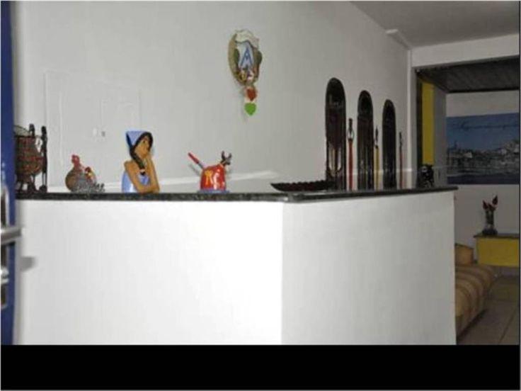 Pousada situada no centro de Porto Seguro, 2 pisos, em ótimo estado de conservação, completamente equipada e mobiliada, em pleno funcionamento. Infraestrutura para grupos, acomodação até 50 pessoas (ideal para excursões de ônibus).  Veja mais aqui - http://www.imoveisbrasilbahia.com.br/porto-seguro-pousada-no-centro-da-cidade-a-venda