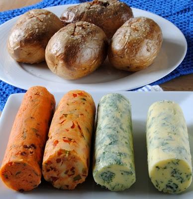Bakte poteter med 4 x kryddersmør #vegetarian #potato #butter #tomato #paprika #dill #kvitloek #garlic #parsley #persille