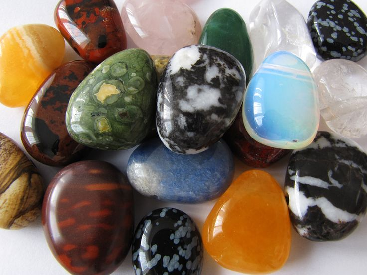 Ostrava, korálkový obchůdek, komponenty, korálky, sklo, přírodní kameny, náramky štěstí, achátové přívěšky, donuty, vrtané kameny, lapislazuri, opál, tyrkenit, obsidián vločkový, granát indický, korál, ametyst, růženín, sodalit, křišťál, tygří oko, hematit, jaspis, citrín, perleť, přírodní kameny na obšívání a cínování, zlomky kamenů, karneol, mokait