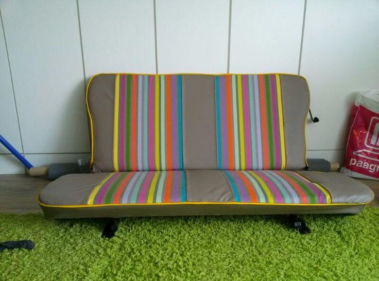 Auto bekleding voor renault 4 met stradnstoel stof cocktail. http://www.kleurmeester.nl/kleurrijke-stoffen/strandstoel-stof/strandstoel-stof-cocktail